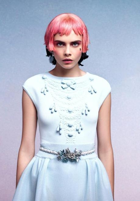 Cara Delevingne au défilé Chanel avec perruque