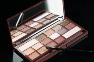 Dupe de la Chocolate Bar de Too Faced-Makeup Revolution- 10 euros