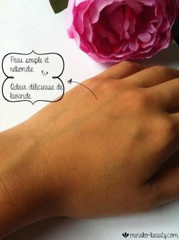 Crème l'Oracle Lush texture sur main après-Minako Beauty