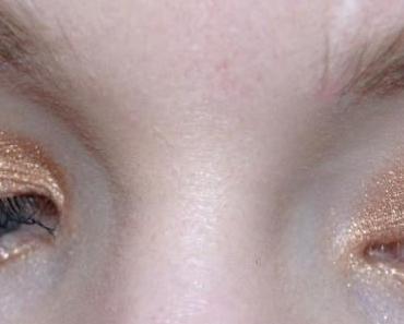 Maquillage de fête doré