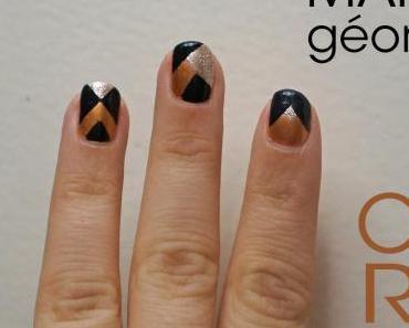 Manucure géométrique aux tons dorés, argentés et noirs