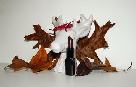 La tendance des lèvres foncées à petits prix