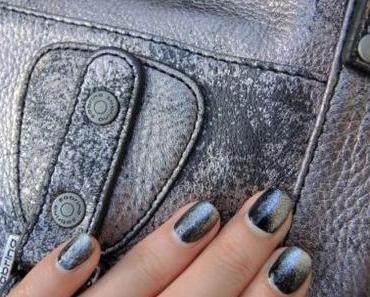 Nail art inspiration Sabrina // Noir graphite