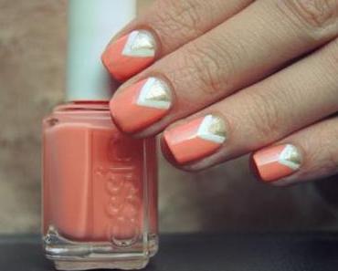 Nail art triangulaire et vernis ESSIE abricot !