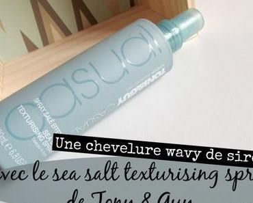 Une chevelure wavy de sirène avec Sea Salt Texturising Spray de Tony & Guy