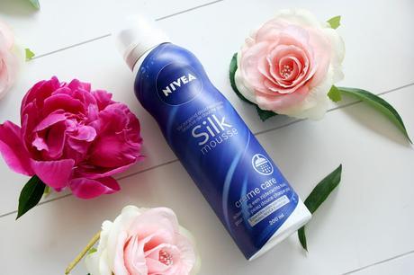 Un moment de douceur sous la douche avec les Silk Mousse de Nivea