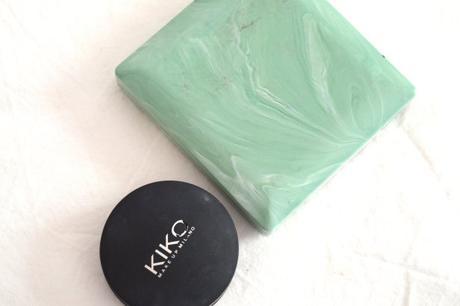 Poudre matifiante de Clinique et anti-cernes de Kiko