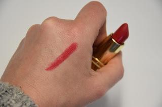 Troi Ollivierre : un rouge-rose canon pour les beaux jours !