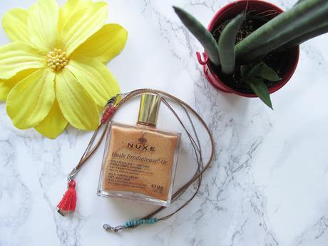 Prendre soin de son bronzage avec l'huile prodigieuse OR de Nuxe